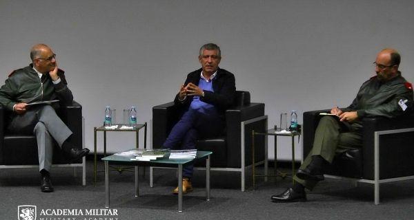 Selecionador Nacional da Seleção Portuguesa de Futebol visita Academia Militar